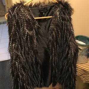 Rue 22 fake fur vest like new conditions